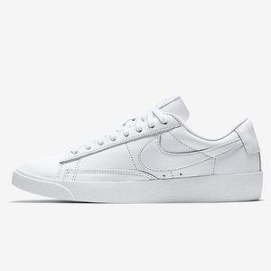 Women's Nike Blazer Low LE size 9